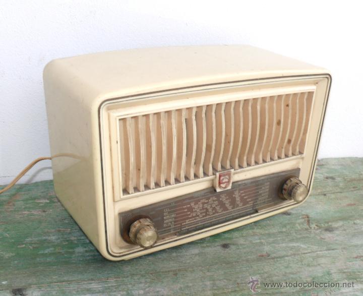 PRECIOSA PEQUEÑA RADIO ANTIGUA VINTAGE VALVULAS PHILIPS BAQUELITA CREMA (Radios, Gramófonos, Grabadoras y Otros - Radios de Válvulas)
