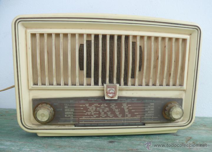 Radios de válvulas: PRECIOSA PEQUEÑA RADIO ANTIGUA VINTAGE VALVULAS PHILIPS BAQUELITA CREMA - Foto 2 - 46524966