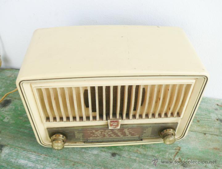 Radios de válvulas: PRECIOSA PEQUEÑA RADIO ANTIGUA VINTAGE VALVULAS PHILIPS BAQUELITA CREMA - Foto 3 - 46524966