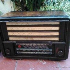 Radios de válvulas: RADIO ANTIGUA VALVULAS DE MADERA. A 125 V.. Lote 47013518