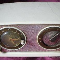 Radios de válvulas: RADIO RELOJ SILVERTONE 11 DE SEARS ROEBUCK & CO DE 1952 FUNCIONANDO. Lote 48294732