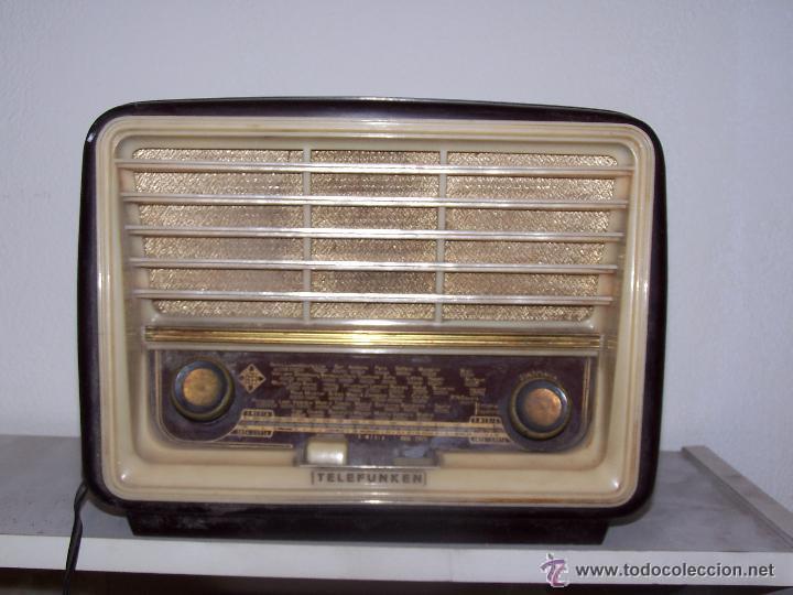 Radios de válvulas: Antigua y pequeña radio TELEFUNKEN de los años 50 - Foto 2 - 48588495
