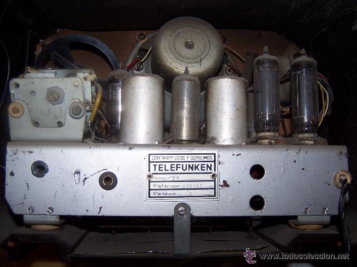 Radios de válvulas: Antigua y pequeña radio TELEFUNKEN de los años 50 - Foto 4 - 48588495
