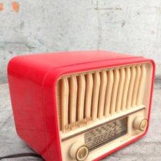Radios de válvulas: PRECIOSA RADIO ANTIGUA TELEFUNKEN U-1915 PANCHITO, ROJO VINTAGE POP.. Lote 48967763