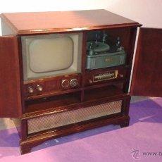 Radios de válvulas: MUEBLE RADIO TELEVISION Y TOCADISCOS. Lote 48985121