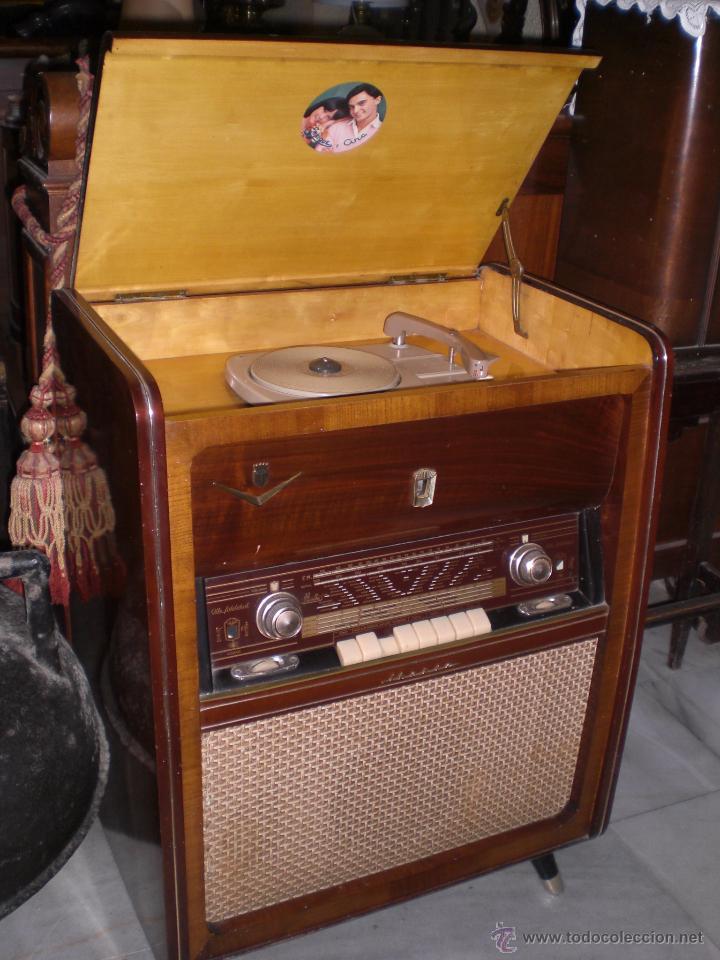 Antigua radio tocadiscos marca iberia de col comprar for Muebles para tocadiscos