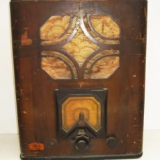 Radios de válvulas: MUY ANTIGUA RADIO TIPO CAPILLA MADERA VALVULAS PHILIPS LICENCIA CRR. Lote 49465241