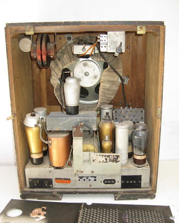 Radios de válvulas: MUY ANTIGUA RADIO TIPO CAPILLA MADERA VALVULAS PHILIPS LICENCIA CRR - Foto 4 - 49465241