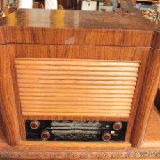 Radios de válvulas: GRAN RADIO CON TOCADISCOS INCORPORADO. Lote 50052481