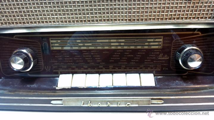 Radios de válvulas: RADIO IBERIA. MOD. T-2135. A VALVULAS. EN FUNCIONAMIENTO. AÑO 1960. - Foto 2 - 50282144