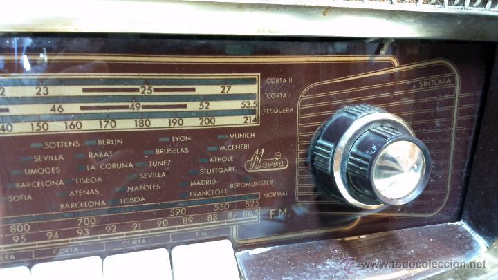 Radios de válvulas: RADIO IBERIA. MOD. T-2135. A VALVULAS. EN FUNCIONAMIENTO. AÑO 1960. - Foto 3 - 50282144