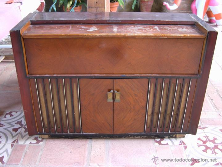 Antiguo mueble radio tocadiscos philips para comprar for Restaurar mueble antiguo a moderno