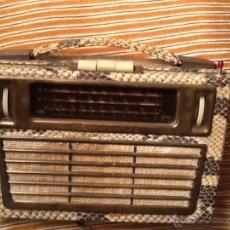 Radios de válvulas: RADIO TELEFUNKEN AKKORD JONNY 1956 FUNCIONA PERFECTAMENTE FORRADA EN PIEL DE SERPIENTE. Lote 51550103
