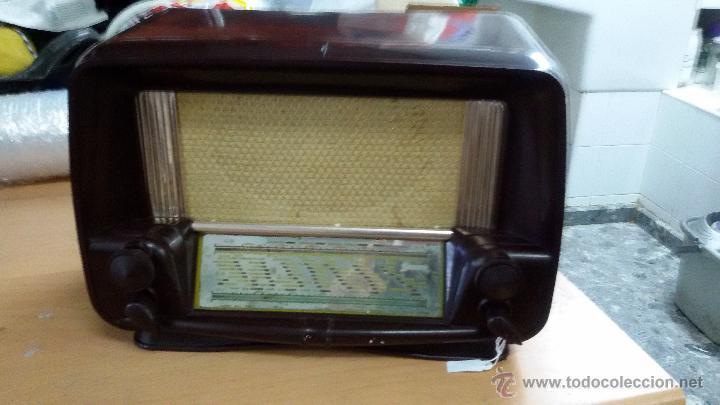 RADIO BAQUELITA 125V FUNCIONANDO (Radios, Gramófonos, Grabadoras y Otros - Radios de Válvulas)