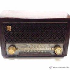 Radios de válvulas: ANTIGUA RADIO EN BAQUELITA DE VALVULAS PHILIPS AÑOS 60-70. Lote 49862461