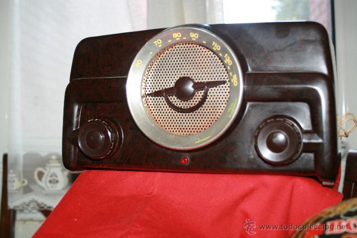 Radios de válvulas: RADIO DE BAQUELITA DE VALVULAS POSIBLEMENTE MARCA GÜELRAD AMERICANA (CHILE) FUNCIONANDO VER VIDEO - Foto 2 - 52647837