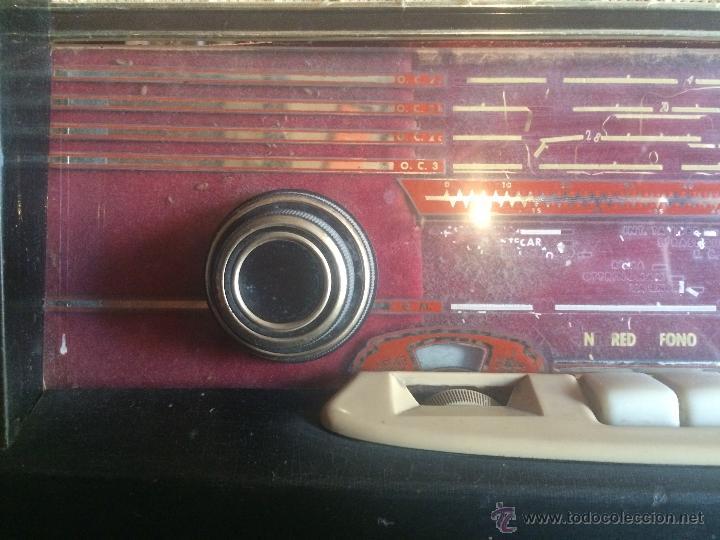Radios de válvulas: Antigua radio de valvulas marca Askar de los años 50 con antena incorporada en interior - Foto 2 - 53228891
