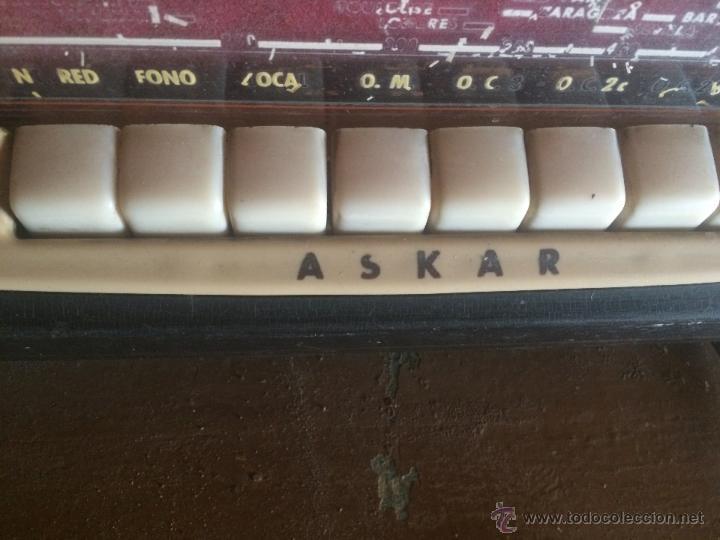 Radios de válvulas: Antigua radio de valvulas marca Askar de los años 50 con antena incorporada en interior - Foto 9 - 53228891