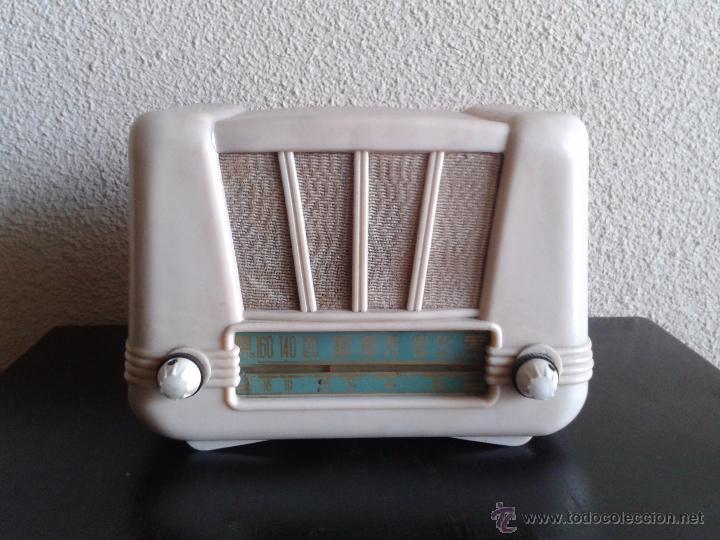 RADIO ANTIGUA DE VÁLVULAS BAQUELITA COLOR MÁRFIL, RADIO ANTIGUA RETRO VINTAGE TIPO PERIQUITO AÑOS 50 (Radios, Gramófonos, Grabadoras y Otros - Radios de Válvulas)