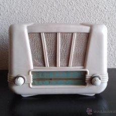 Radios de válvulas: RADIO ANTIGUA DE VÁLVULAS BAQUELITA COLOR MÁRFIL, RADIO ANTIGUA RETRO VINTAGE TIPO PERIQUITO AÑOS 50. Lote 54061239