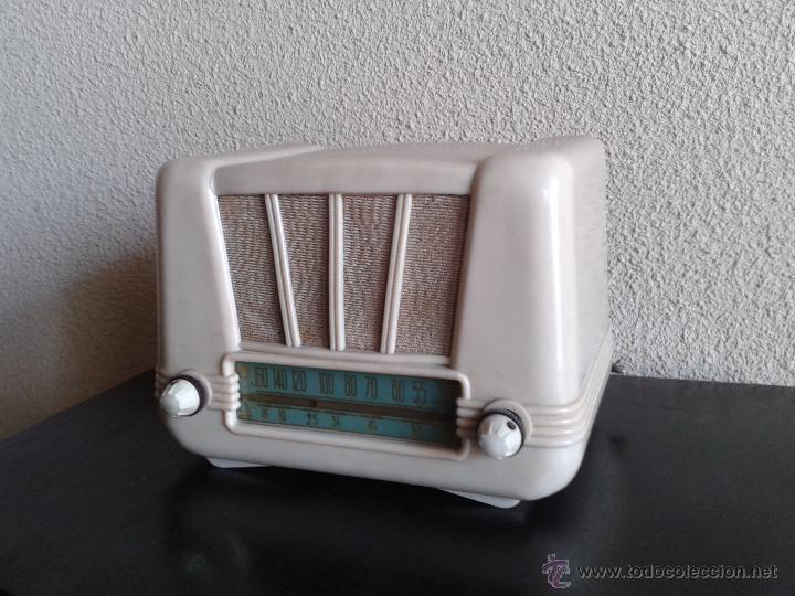 Radios de válvulas: radio antigua de válvulas baquelita color márfil, radio antigua retro vintage tipo periquito Años 50 - Foto 3 - 54061239
