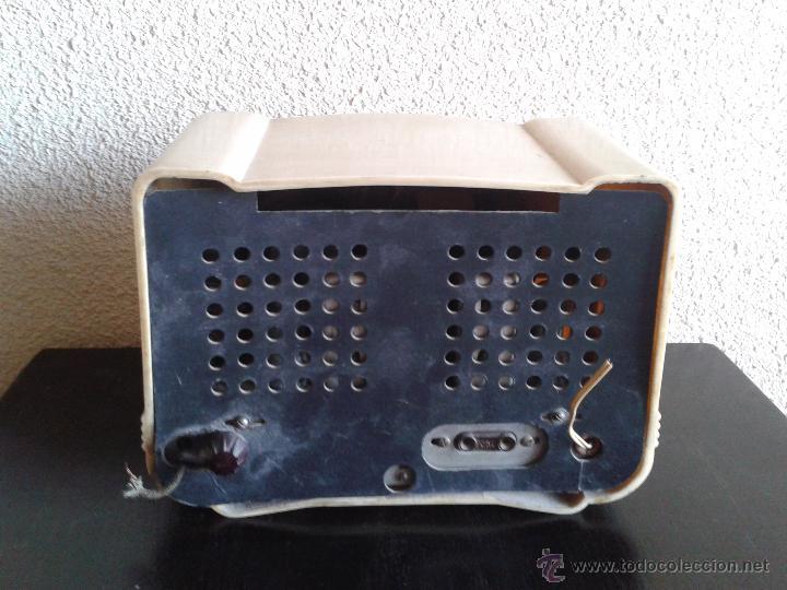 Radios de válvulas: radio antigua de válvulas baquelita color márfil, radio antigua retro vintage tipo periquito Años 50 - Foto 5 - 54061239