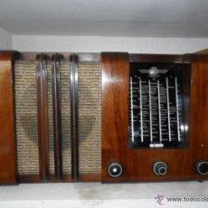 Radios de válvulas: APARATO DE RADIO EN MADERA DE NOGAL - AÑOS 40 DE LA CASA IMPERIAL. Lote 54397353