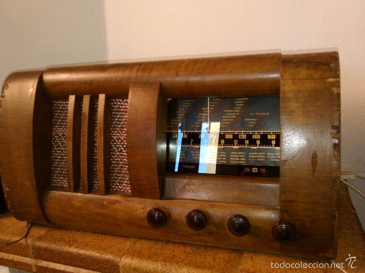 RADIO MUY ANTIGUA FUNCIONA MUY BIEN (Radios, Gramófonos, Grabadoras y Otros - Radios de Válvulas)
