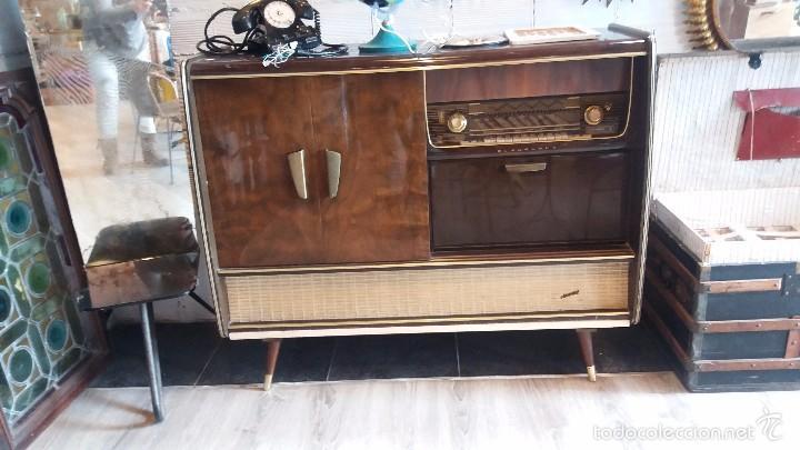 MUEBLE CON RADIO ANTIGUA (Radios, Gramófonos, Grabadoras y Otros - Radios de Válvulas)