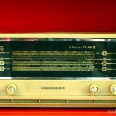 Radios de válvulas: RADIO PHILIPS ANTIGUA VALVULAS 3 BAND PLANO VINTAGE AÑOS 60. Lote 57618645