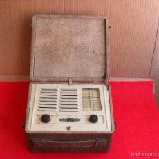 Radios de válvulas: BONITA RADIO ANTIGUA A VALVULAS,TIPO MALETIN. Lote 57932167