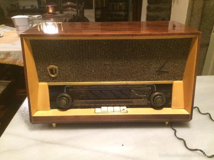 Radios de válvulas: Antigua radio a Válvulas marca Magestic Jet con caja de madera y dial rectangular de cristal años 60 - Foto 3 - 58447051