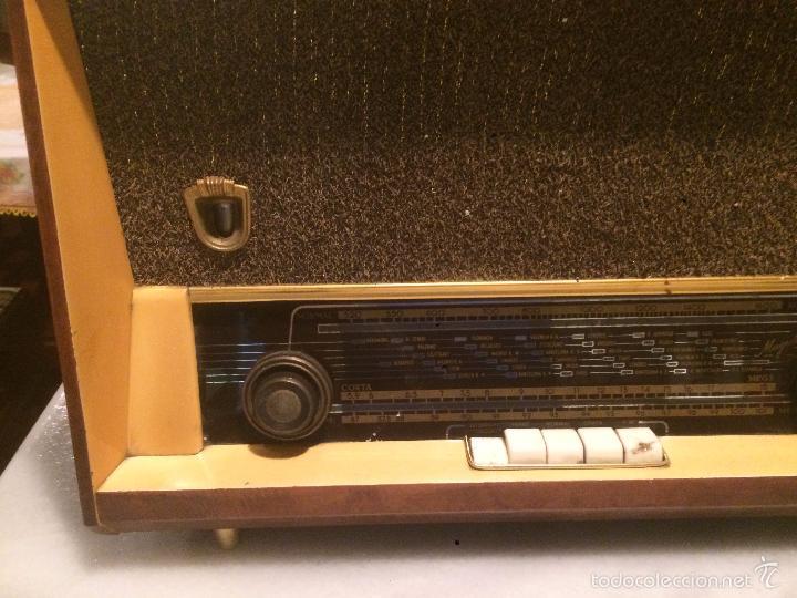 Radios de válvulas: Antigua radio a Válvulas marca Magestic Jet con caja de madera y dial rectangular de cristal años 60 - Foto 4 - 58447051