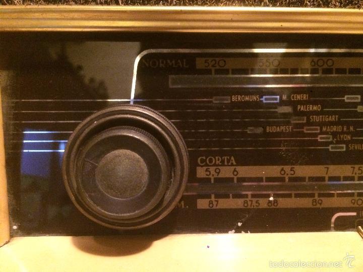 Radios de válvulas: Antigua radio a Válvulas marca Magestic Jet con caja de madera y dial rectangular de cristal años 60 - Foto 7 - 58447051