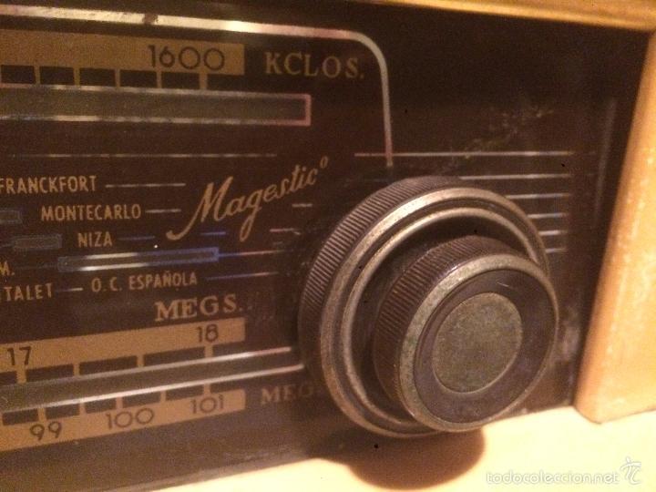 Radios de válvulas: Antigua radio a Válvulas marca Magestic Jet con caja de madera y dial rectangular de cristal años 60 - Foto 9 - 58447051