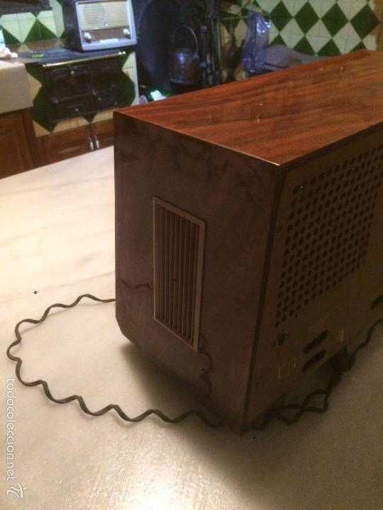 Radios de válvulas: Antigua radio a Válvulas marca Magestic Jet con caja de madera y dial rectangular de cristal años 60 - Foto 12 - 58447051