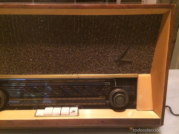 Radios de válvulas: Antigua radio a Válvulas marca Magestic Jet con caja de madera y dial rectangular de cristal años 60 - Foto 13 - 58447051