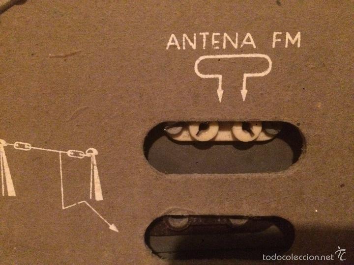 Radios de válvulas: Antigua radio a Válvulas marca Magestic Jet con caja de madera y dial rectangular de cristal años 60 - Foto 14 - 58447051