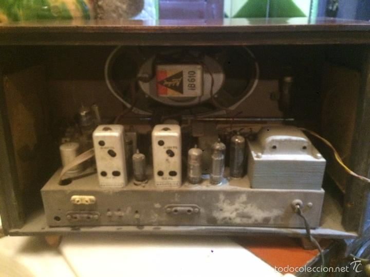 Radios de válvulas: Antigua radio a Válvulas marca Magestic Jet con caja de madera y dial rectangular de cristal años 60 - Foto 16 - 58447051