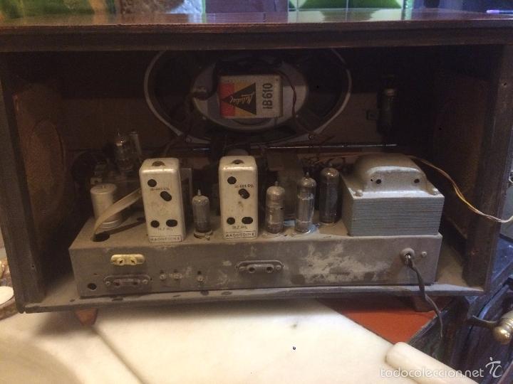 Radios de válvulas: Antigua radio a Válvulas marca Magestic Jet con caja de madera y dial rectangular de cristal años 60 - Foto 19 - 58447051