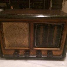 Radios de válvulas: ANTIGUA RADIO A VÁLVULAS DE MADERA Y DIAL CUADRADO DE CRISTAL AÑOS 30-40. Lote 58447279