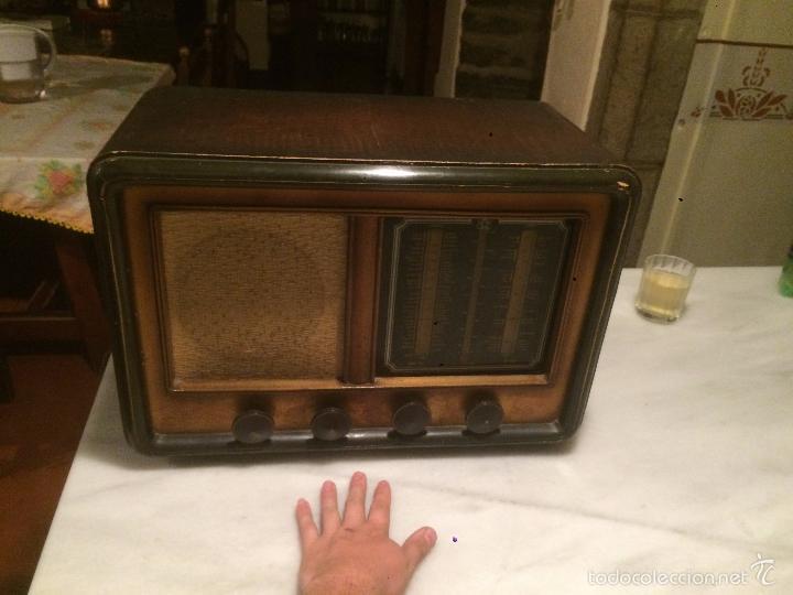 Radios de válvulas: Antigua radio a Válvulas de madera y dial cuadrado de cristal años 30-40 - Foto 2 - 58447279