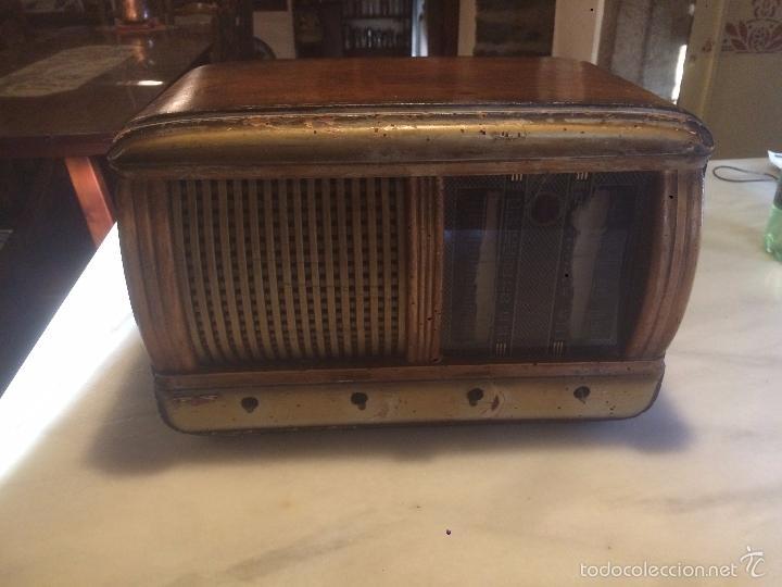 Radios de válvulas: Antigua radio a Válvulas de madera y dial cuadrado de cristal años 40 radio marca Brunet - Foto 2 - 58447353