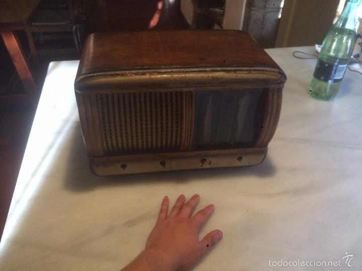 Radios de válvulas: Antigua radio a Válvulas de madera y dial cuadrado de cristal años 40 radio marca Brunet - Foto 3 - 58447353