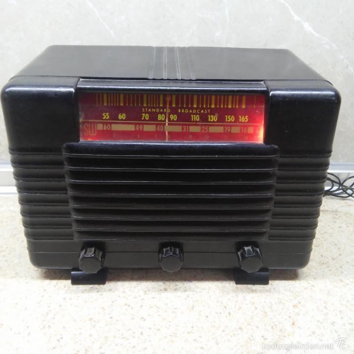 VINTAGE, PRECIOSA RADIO ANTIGUA DE VALVULAS AMERICANA EN BAQUELITA NEGRA * FUNCIONANDO * (Radios, Gramófonos, Grabadoras y Otros - Radios de Válvulas)