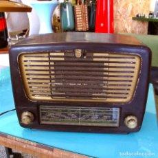 Radios de válvulas: RADIO VALVULAS PHILIPS ANTIGUA BAQUELITA TRANSISTOR VINTAGE. Lote 61601792