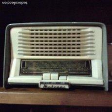 Radios de válvulas - ANTIGUA RADIO DE VALVULAS MARCONI EN BAQUELITA VERDE Y BLANCA. MODELO UM 147. EN FUNCIONAMIENTO - 64921307