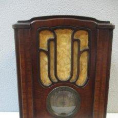 Radios de válvulas: CURIOSA RADIO CAPILLA ANTIGUA - PILOT MOD 65 F - SELLO CON LICENCIA C.R.C - MADERA NOGAL - AÑOS 20. Lote 66924922