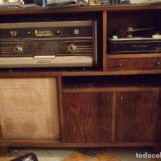 Radios de válvulas: MUEBLE RADIO BSE92A Y TOCADISCOS - PHILIPS - AÑOS 50 Y MUY BUEN ESTADO TODO ORIGINAL. Lote 68146201
