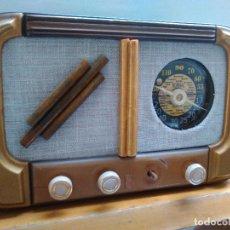 Radios de válvulas: RADIO ANTIGUA A VALVULAS ESPAÑOLA MARACA JOSANSO FUNCIONANDO. Lote 69611221